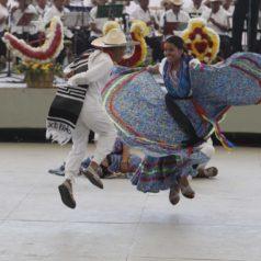 Convocan a participar en el 25 concurso para elegir a la pareja del jarabe mixteco